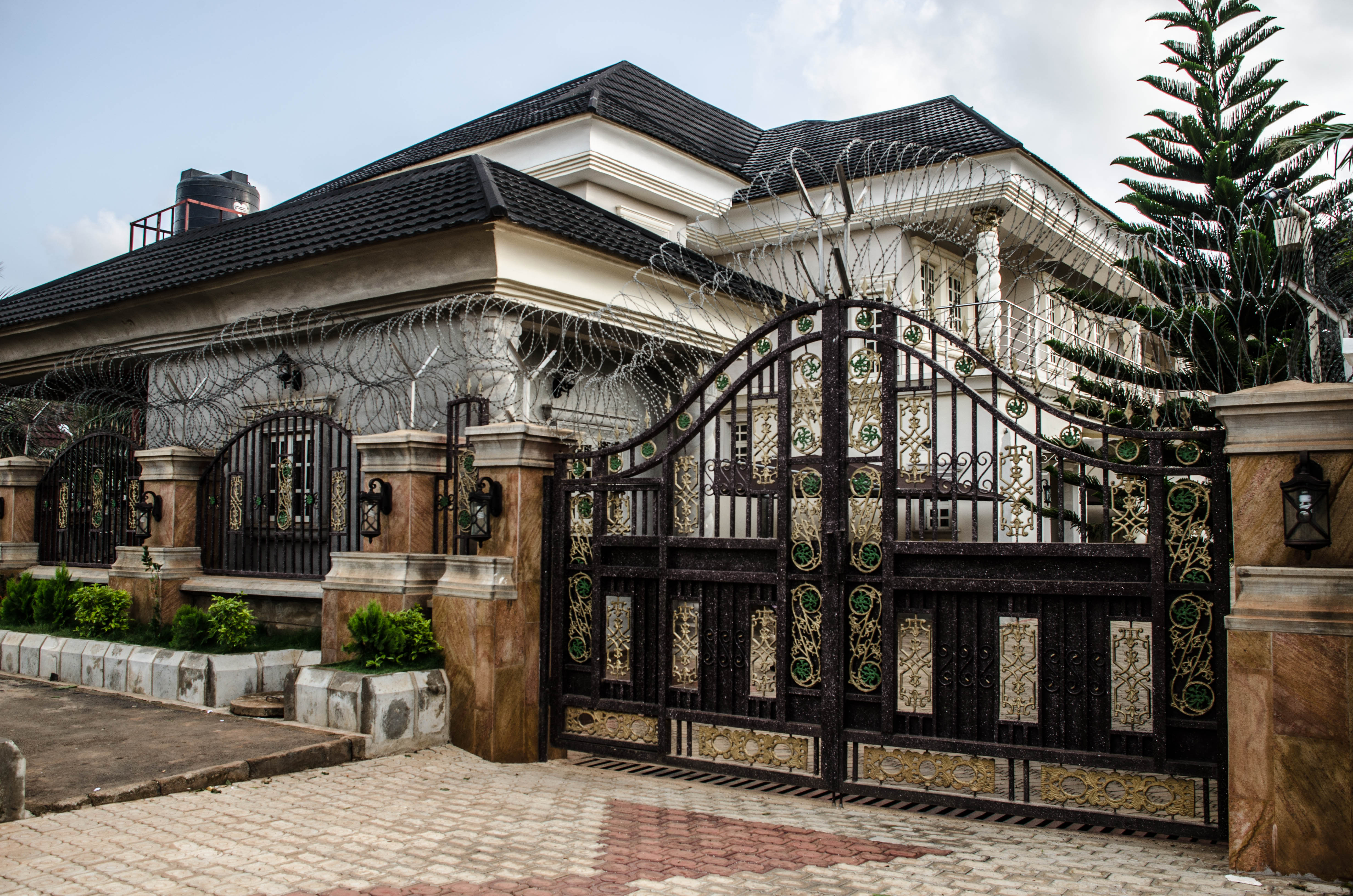 Image gallery houses abuja nigeria for Mansions in nigeria for sale